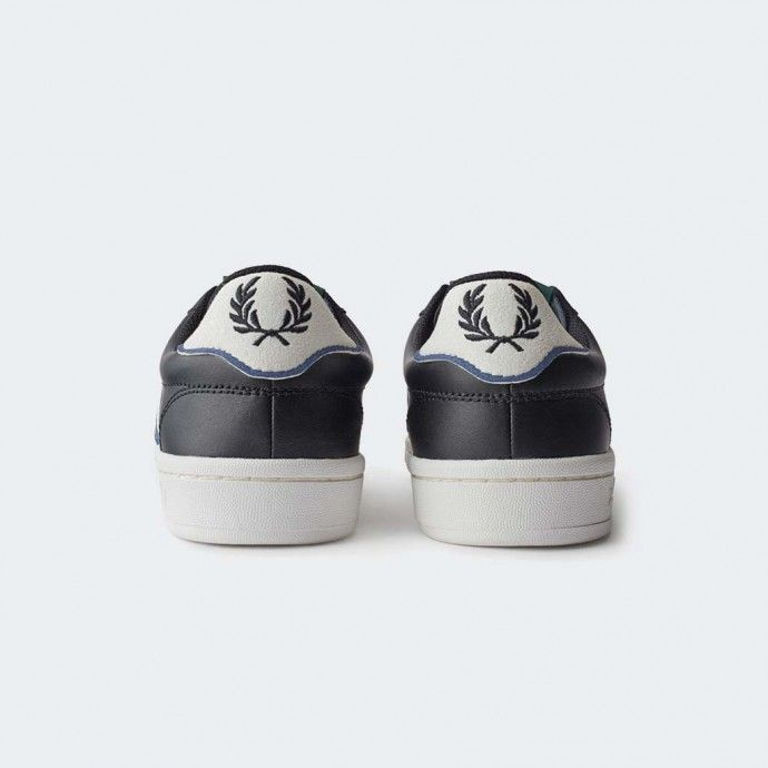 B721 Fred Perry sneakers